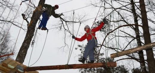 Веревочный городок для детей и взрослых заработал на базе лагеря «Искорка». Сообщение об этом появилось в соцсетях.